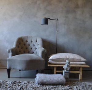 http://www.vintage-furniture.nl/blogs/vintage-furniture-blog/krijtverf-en-kalkverf/